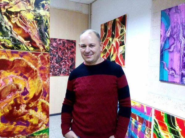 У Кропивницькому триває виставка картин абстракціоніста з Кіровоградщини