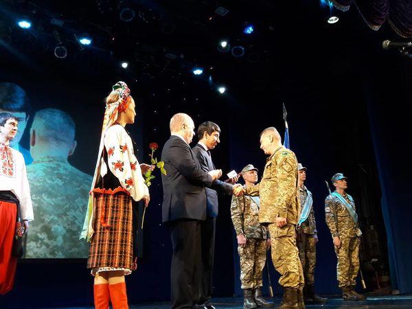 Бійців з Кіровоградщини нагородили відзнаками області, міста, церкви та волонтерів (ФОТО)