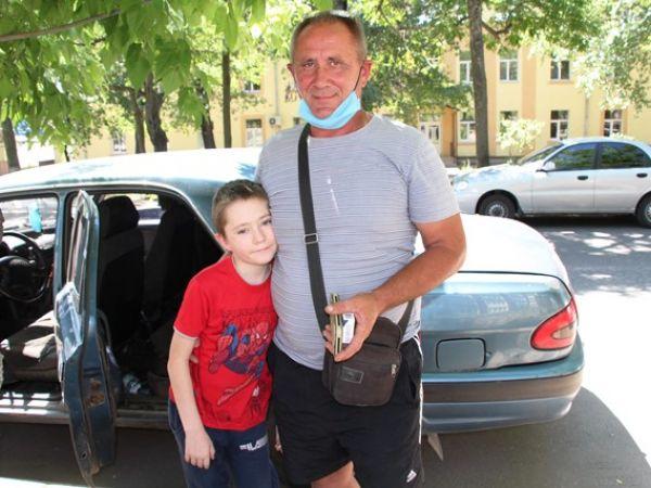 Кіровоградський треш: дванадцятирічний хлопчик із рідкісною хворобою перестав рости, грошей на лікування немає