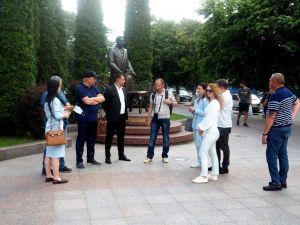 Місцевий історик Юрій Митрофаненко провів екскурсію для міських депутатів (ФОТО)
