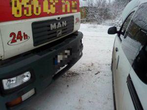 На проспекті Промисловому зіткнулися авто Рено і вантажівка (ФОТО)