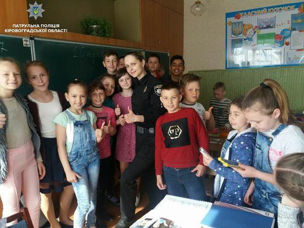 Більше двохсот учнів відвідали заняття шкільних офіцерів патрульної поліції
