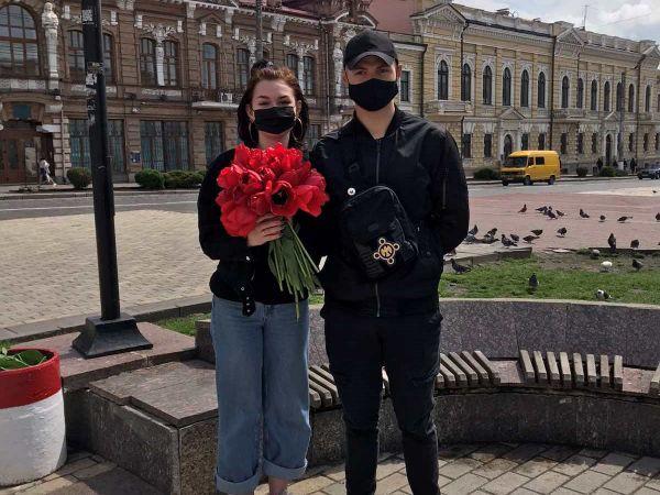 Кропивницький: Націоналісти привітали жінок з Днем матері (ФОТО)