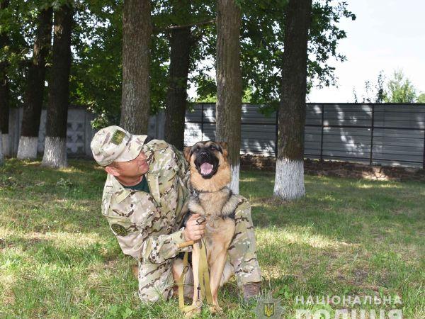 Кропивницький: Як поліцейські кінологи разом з працівниками колонії тренували собак (ФОТО)
