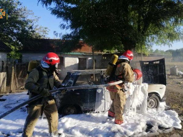 Кіровоградщина: На приватному подвір'ї зайнявся автомобіль