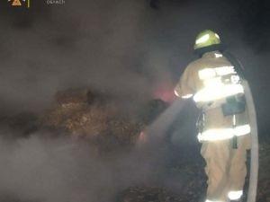 У селі Новоглиняне серед ночі спалахнув сінник