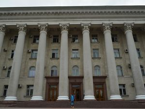 Охоронець фізично перешкоджав журналісту потрапити на апаратну нараду Райковича
