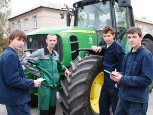 На Кіровоградщині потрібні трактористи