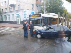 У Кропивницькому неподалік Янгола-охоронця сталася ДТП за участі тролейбуса (ФОТО)
