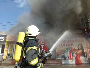 Як вогнеборці приборкали пожежу на «Босфор-Люкс» (ФОТО)