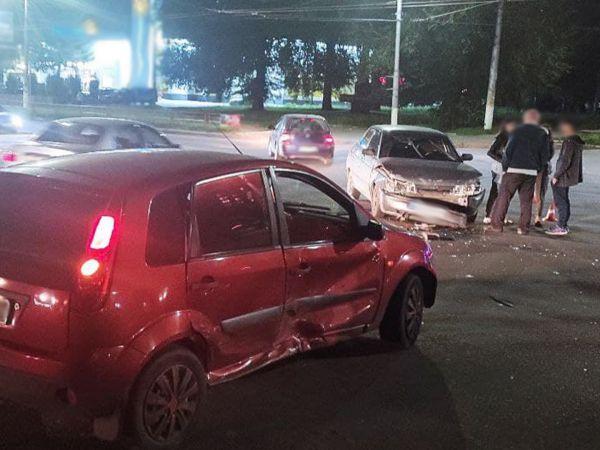 Біля обласної лікарні увечері сталася аварія