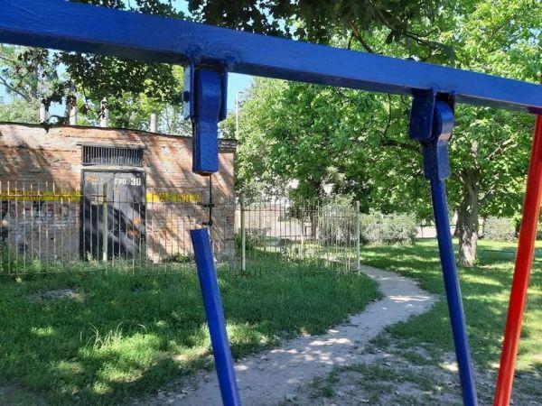 Кропивницький: На Кущівці вандали залишили малят без гойдалки (ФОТО)