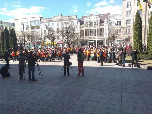 """Хода """"жовтих жилетів"""": У Кропивницькому комунальники пройшлися центром міста (ФОТО)"""