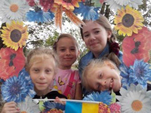 Кировоградские библиотекари и читатели провели акцию «Сине-желтая моя Украина»