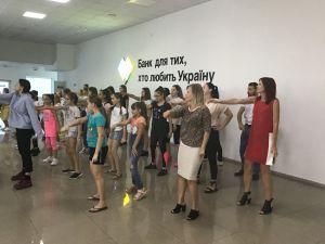 Флешмоб у ПриватБанку або як юніори навчали банкірів азам танцювального мистецтва