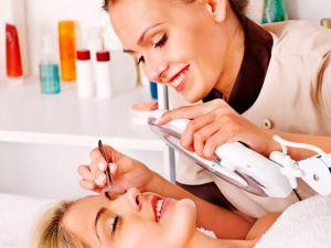 Безробітні Кіровоградщини можуть вивчитись на косметолога
