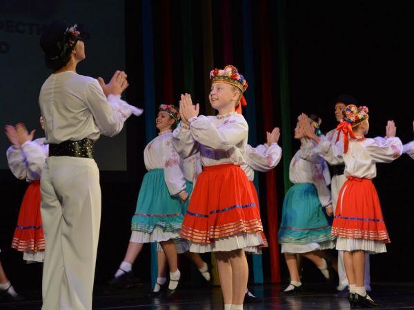 Кропивницький: Як молоді танцівники відкрили фестиваль народного танцю (ВІДЕО, ФОТО)