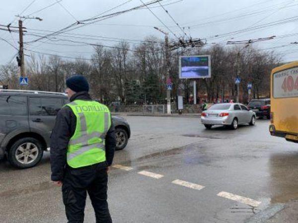 У Кропивницькому продовжують ремонтувати світлофори (ФОТО)
