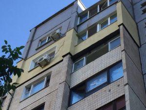У Кропивницькому з вікна багатоповерхівки випала дівчина