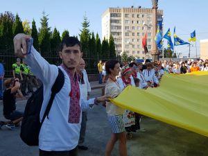 У Кропивницькому до вишиванкової ходи долучилися близько півтисячі містян (ФОТО, ВІДЕО)