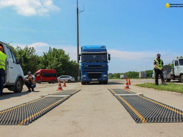 На дорогах Кіровоградщини порушників вагового режиму оштрафували на три тисячі євро