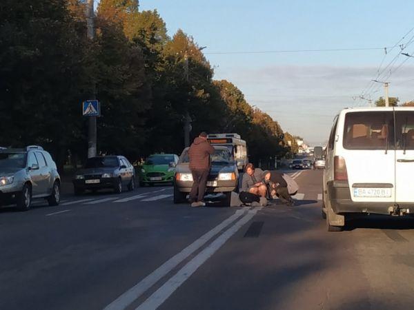 У Кропивницькому біля технічного університету авто збило пішохода