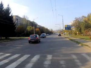 У Кривому Розі п'яний водій на пішохідному переході збив двох підлітків (ВІДЕО)