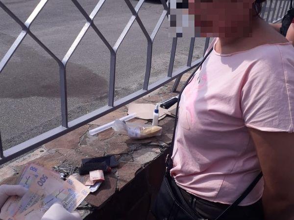У Кропивницькому СБУ затримала на хабарі інспекторку виправної колонії (ФОТО)
