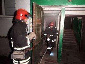 У Кропивницькому у п'ятиповерхівці у підвалі загорілося сміття