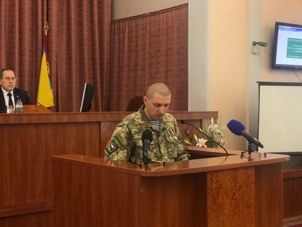 «Чемодан, вокзал...»: військовий відреагував на заяву опозиціонерів стосовно прапору