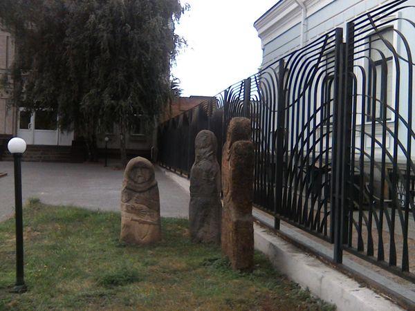 Про що мовчать скіфські баби біля Кіровоградського краєзнавчого музею?