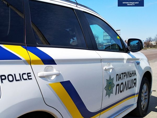 На проспекті Університетському патрульні зупинили водія, що розмовляв по телефону за кермом