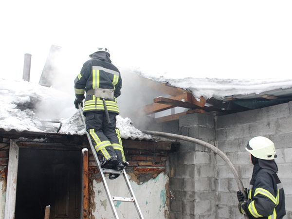 Кропивницький: На Кущівці під час пожежі чоловік отримав опіки