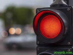 У Кропивницькому необачний водій проїхав на червоне світло (ВІДЕО)
