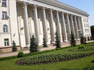 Дві голови не розминулись: Райкович у власному кабінеті отримав удар від депутата