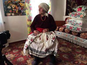 """Кіровоградщина: Етнопроєкт """"Баба Єлька"""" демонструє вбрання, у яких дівували наші бабусі  (ВІДЕО)"""