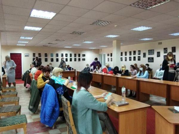 """У бібліотеці Чижевського триває методичний семінар """"Бібліотека і книга у цифрову епоху"""""""