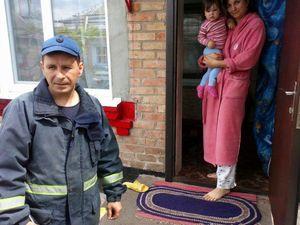 Кропивницький: Рятувальники допомогли відчинити двері будинку, де зачинився малюк