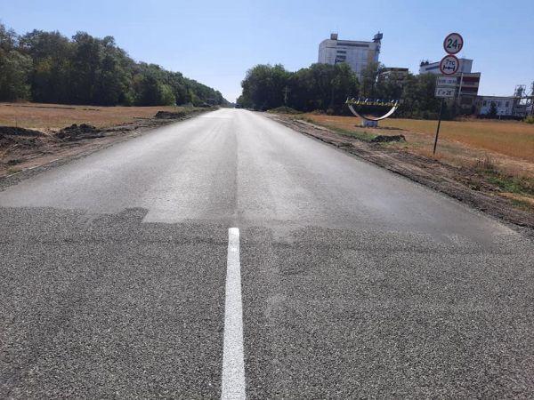 Від станції Куцівка до міста Долинська дорожники Кіровоградщини провели поверхневу обробку
