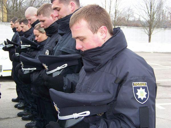17 патрульних, серед яких шість жінок та один АТОвець, заступлять вперше до роботи вже цієї ночі