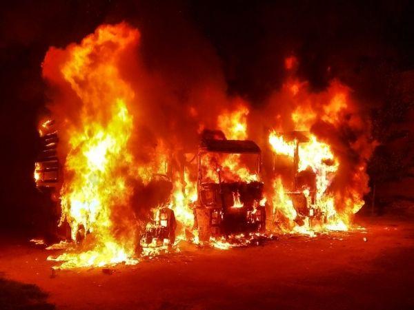 Кіровоградщина: В Олександрії загорілись відразу три вантажних автомобіля