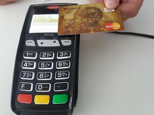 Картки ПриватБанку забезпечують 90% українського cashless