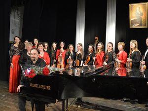 Англійський піаніст Джонатан Пауелл виступив на сцені Кіровоградської філармонії на честь Генріха Нейгауза (ВІДЕО)