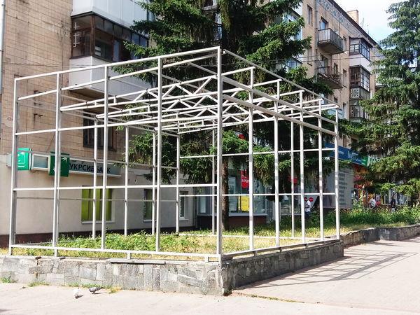 Плюс черговий «ковбасний» МАФ, мінус 50 дерев (ФОТО, КОМІКСИ)