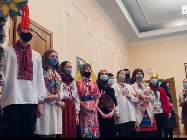 Пластуни Кіровоградщини передали очільнику області Андрію Назаренку Вифлиємський Вогонь Миру (ВІДЕО)