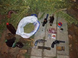 Кіровоградщина: У жителя Олександрії поліція вилучила наркотичні засоби та зброю