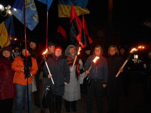 Кропивницький: Місцеві націоналісти провели смолоскипний марш на честь Степана Бандери