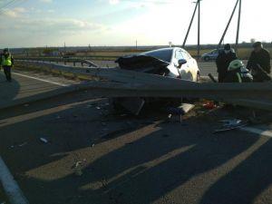 Кіровоградщина: На трасі авто КІА заїхав у конструкцію роздільної смуги автодороги