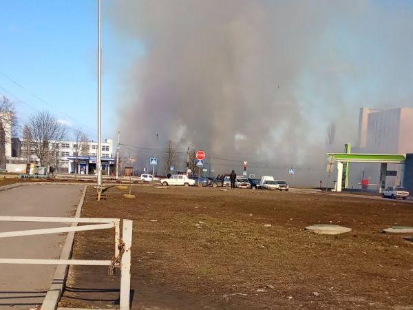 Кропивницький: Підпалена стерня біля автозаправки викликала паніку серед містян