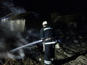 У Петрівському районі загорілась приватна лазня